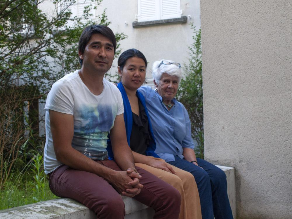 Mehdi, locataire, et Evelyne, bénévole